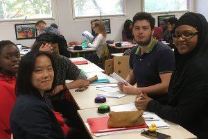 Des jeunes en classes