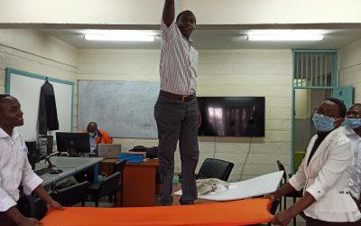 Enseignants français et kényans réunis autour de l'atelier «smartphonics workshop»